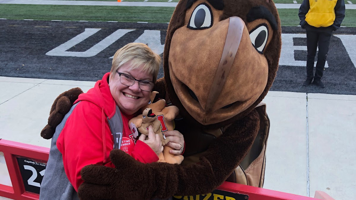 Noreen Welch '90 with Testudo