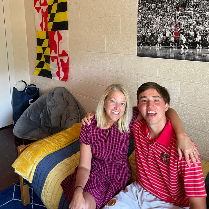 Jennifer Regala Twitter Photo of her and her son on UMD's Move-In Day